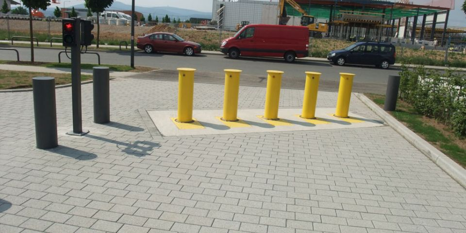 Bollard with traffic light: